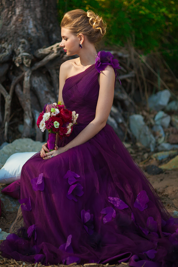 Фиолетовое свадебное платье фото 5