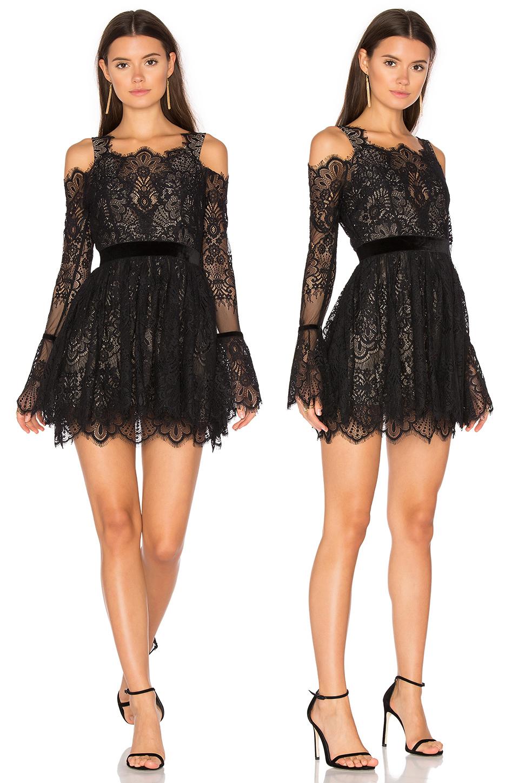 Короткое кружевное платье черного цвета фото 7