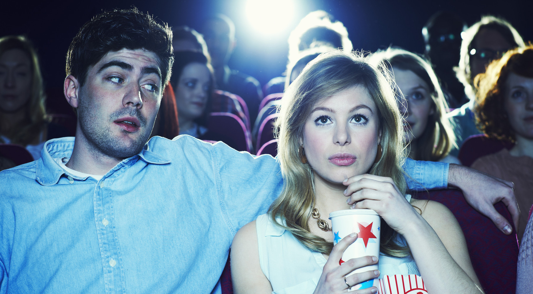 пара в кинотеатре