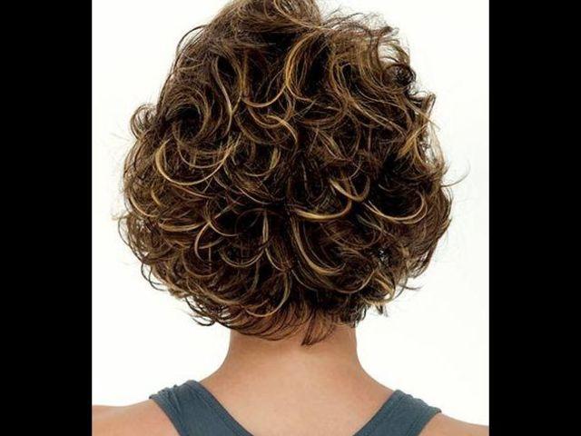 20 причесок для кудрявых и вьющихся волос (фото 16)