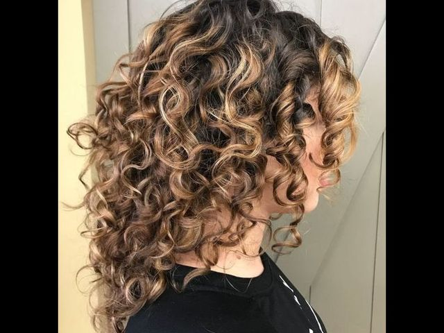 20 причесок для кудрявых и вьющихся волос (фото 7)