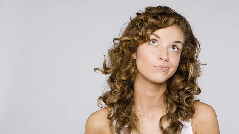 20 причесок для кудрявых и вьющихся волос