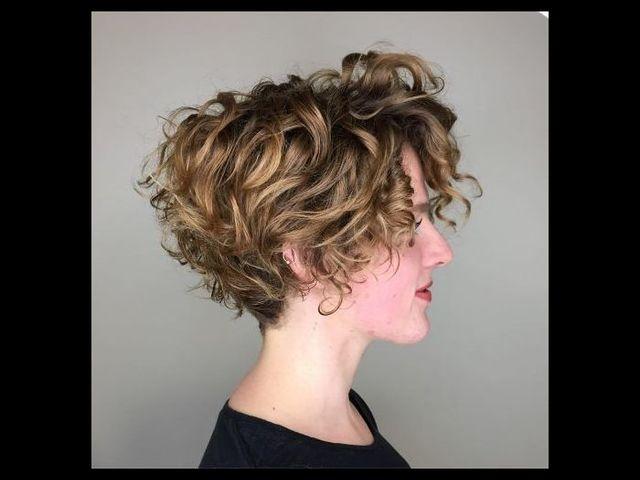 20 причесок для кудрявых и вьющихся волос (фото 4)