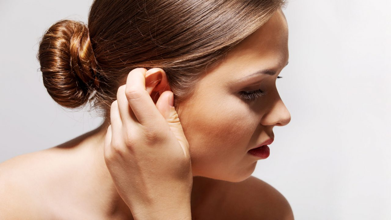 К чему горит правое ухо?