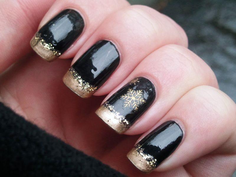 Новогодний маникюр черный с золотом