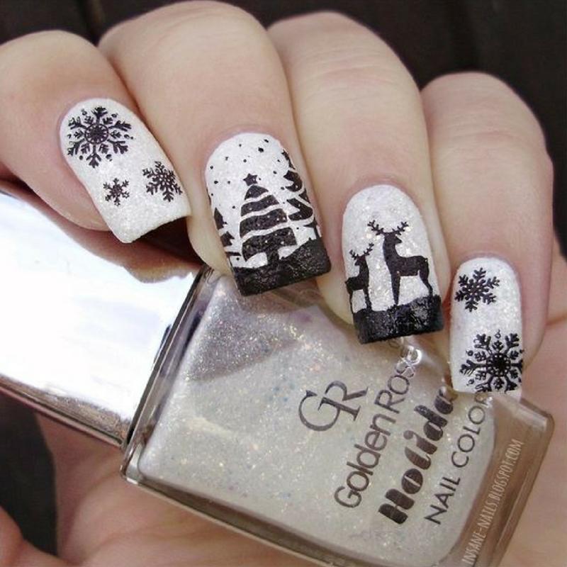 Зимний маникюр с оленями