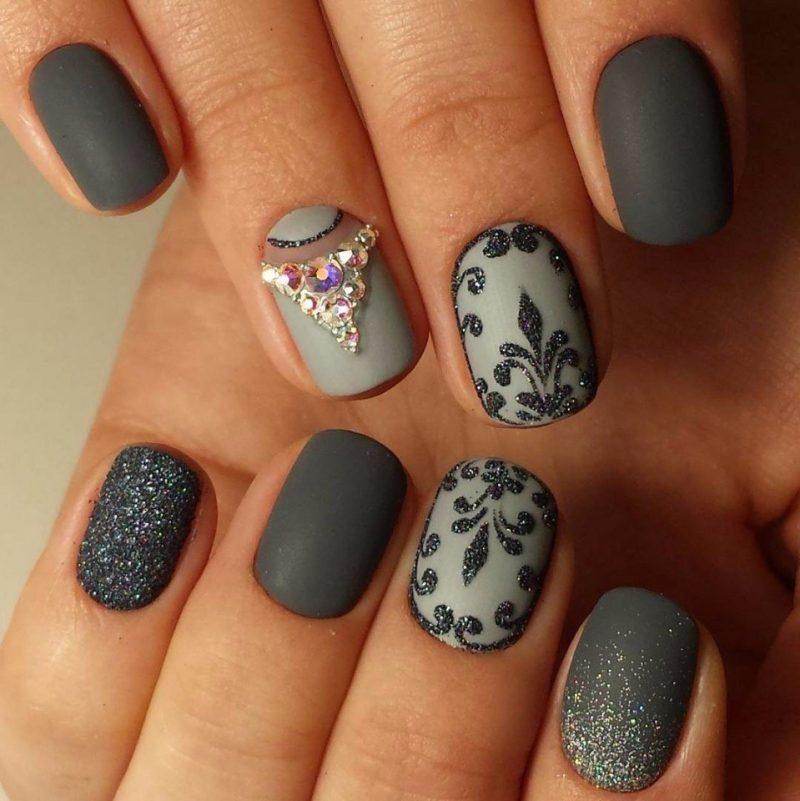 красивый новогодний дизайн ногтей лунный маникюр