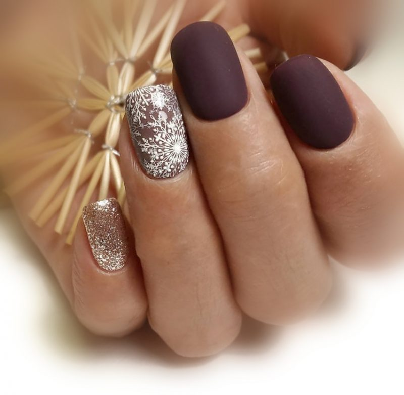 зимний маникюр на короткие ногти матовый фото
