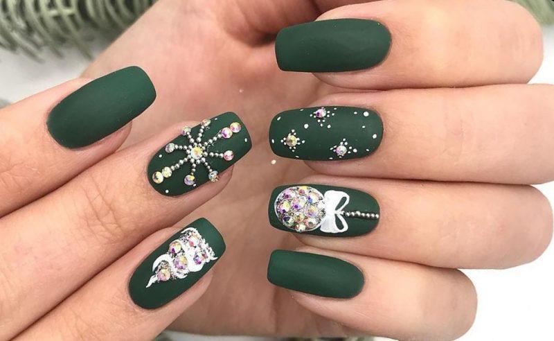 идеи зеленого зимнего маникюра на длинные ногти