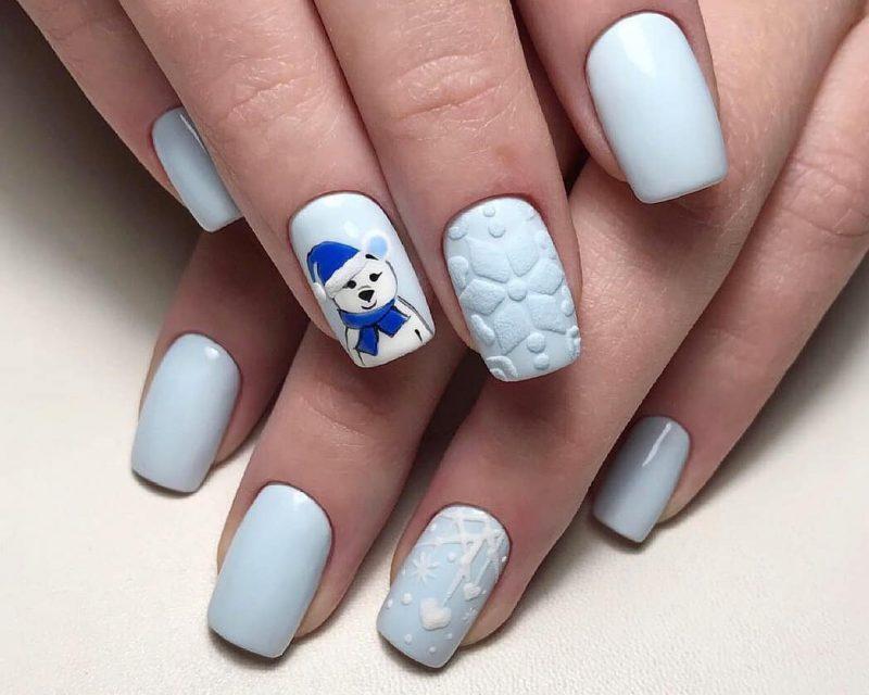 Матовый зимний маникюр голубого цвета