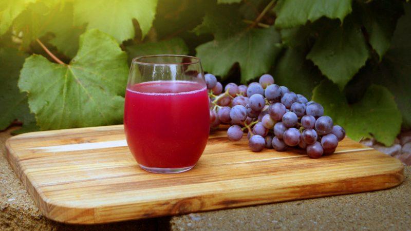 Ампелотерапию также можно проводить с виноградным соком